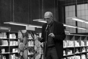 Erland Kiøsterud taler _ Guttorm Nordø vernissage på Deichman